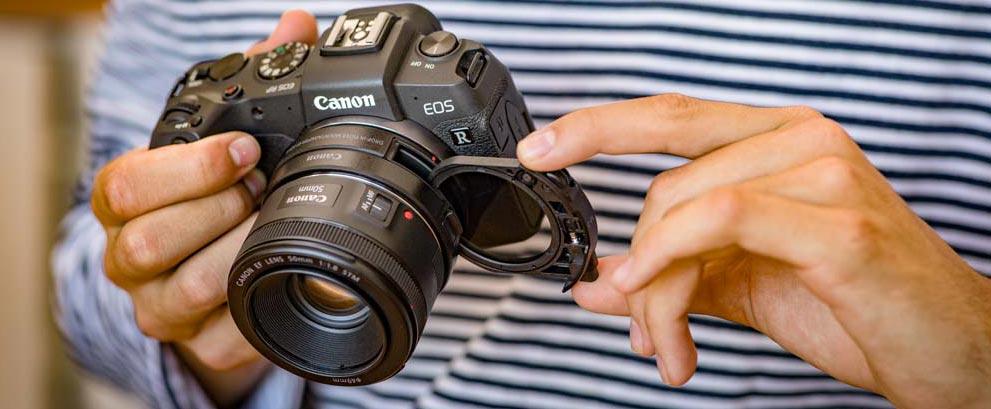 Canon EOS RP con adaptador adicional para filtros